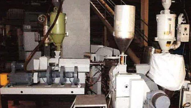 Foto - 01 Co-Extrutora com 04 Extrusoras e 05 Camadas/ Unipac, 1999 - [1]