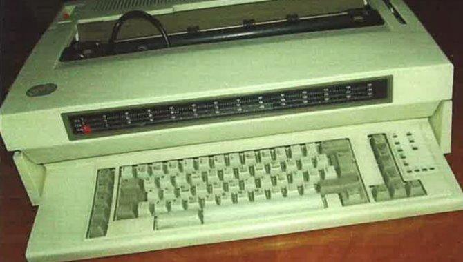 Foto - 03 Máquinas Elétricas de Escrever - [1]