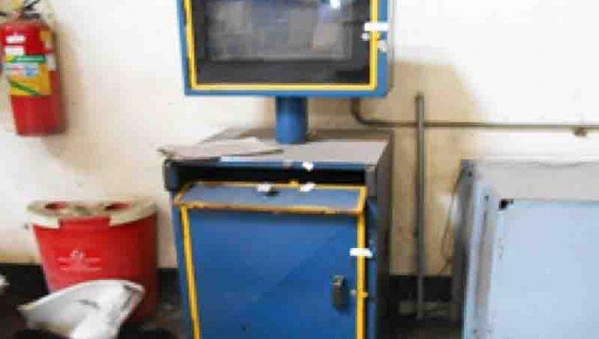 Foto - 02 Armários para Computador - com computador - [1]