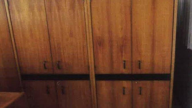Foto - 02 Armários de Madeira com 04 Portas - [1]