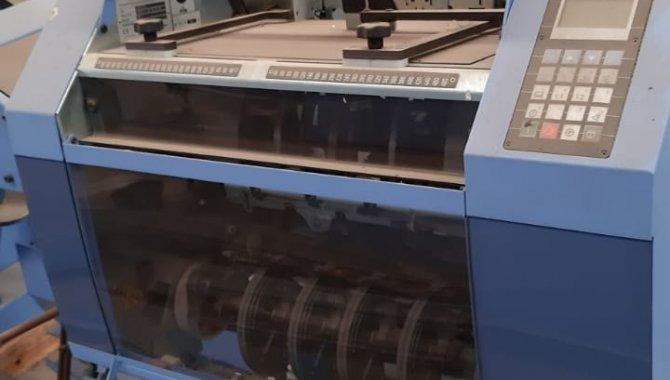 Foto - 01 Máquina automática para grampeação e corte trilateral de revistas e livros - [12]