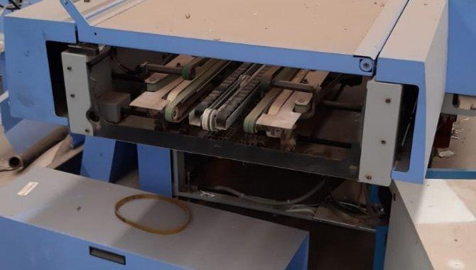 Foto - 01 Máquina automática para grampeação e corte trilateral de revistas e livros - [16]