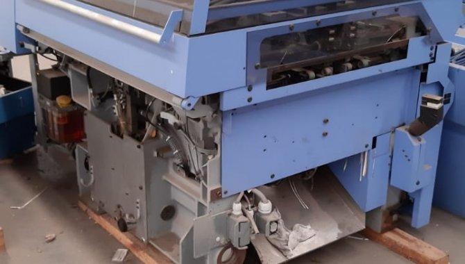 Foto - 01 Máquina automática para grampeação e corte trilateral de revistas e livros - [15]