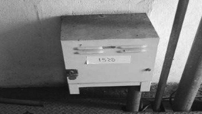 Foto - Estabilizador de Tensão BYT/ Mod. RL-08012, 2005 (Lote 08) - [1]