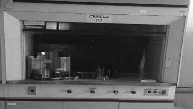 Foto - Capela para Laboratório com 03 Portas, 2004 (Lote 105) - [1]