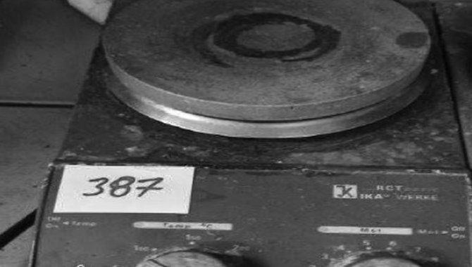 Foto - Agitador Magnético Ika/ Mod. Ret-Basic, com Aquecimento, 1995 (Lote 126) - [1]