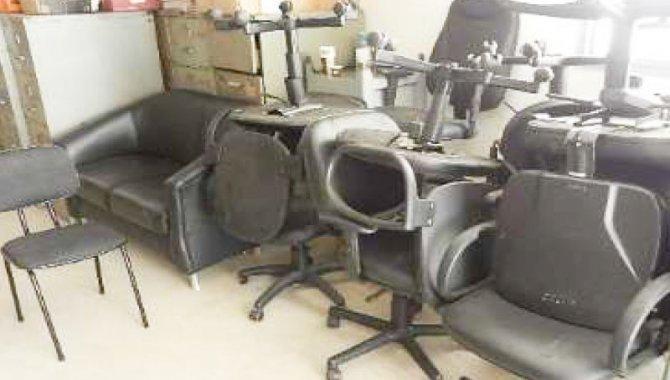 Foto - 10 Cadeiras Giratórias com Branco com Rodizio Estofada - [1]
