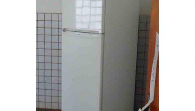 Foto - 01 Geladeira com Freezer - [1]