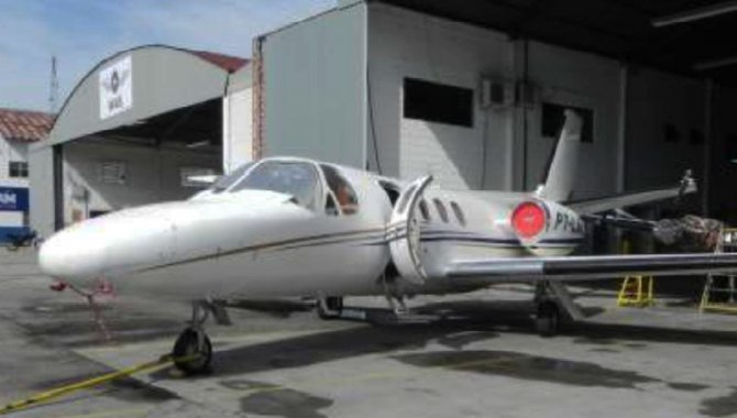 Foto - Aeronave Cessna/ 500, Branca, 1977 - [1]