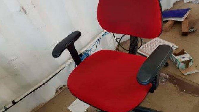 Foto - Cadeiras e Roupeiro de Aço - [1]