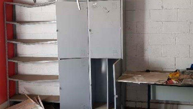 Foto - Cadeiras e Roupeiro de Aço - [2]