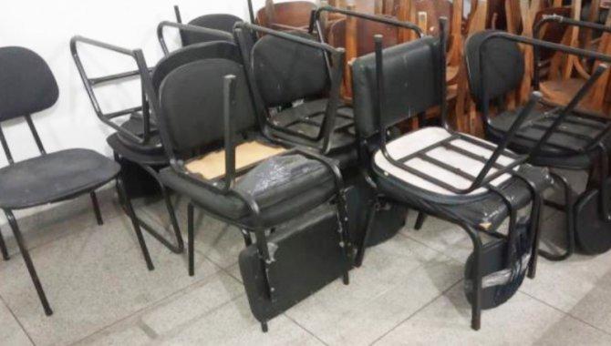 Foto - 27 Cadeiras Estofadas Fixas - [1]