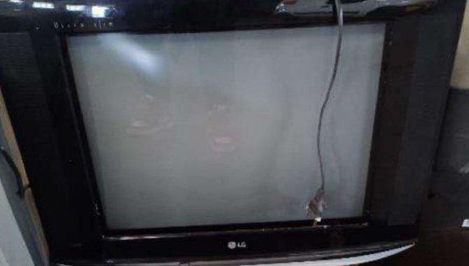Foto - 45 TVs 20'' CRT com Suporte Teto e Caixa Madeira - [2]