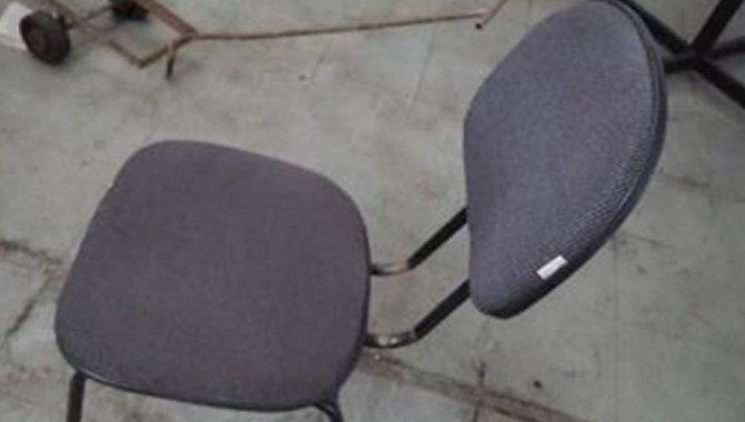 Foto - 06 Cadeiras Pretas Fixas - [1]