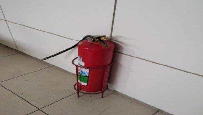Foto - Bens de Diversas Categorias (Sala dos Extintores do Prédio 2) - [1]
